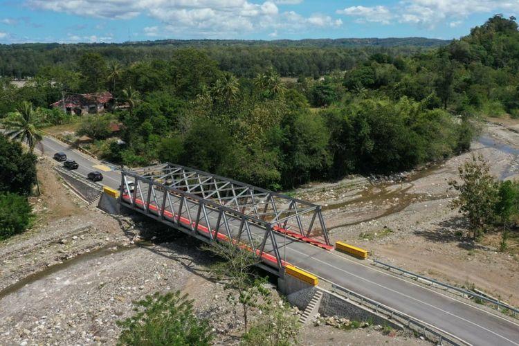 Jalur Sabuk Merah Sektor Timur di Nusa Tenggara Timur. Ini merupakan jalan perbatasan antara Indonesia dengan Timor Leste.