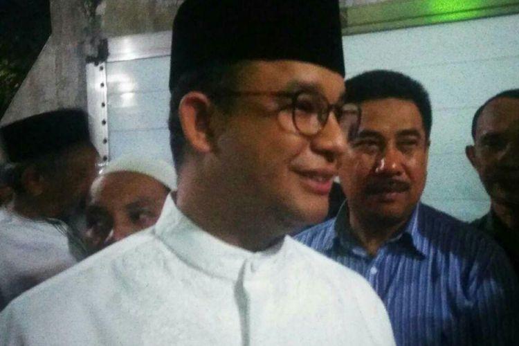 Gubernur terpilih DKI Jakarta Anies Baswedan di Masjid Istiqomah, Bukit Duri, Jakarta Selatan, Selasa (20/6/2017)