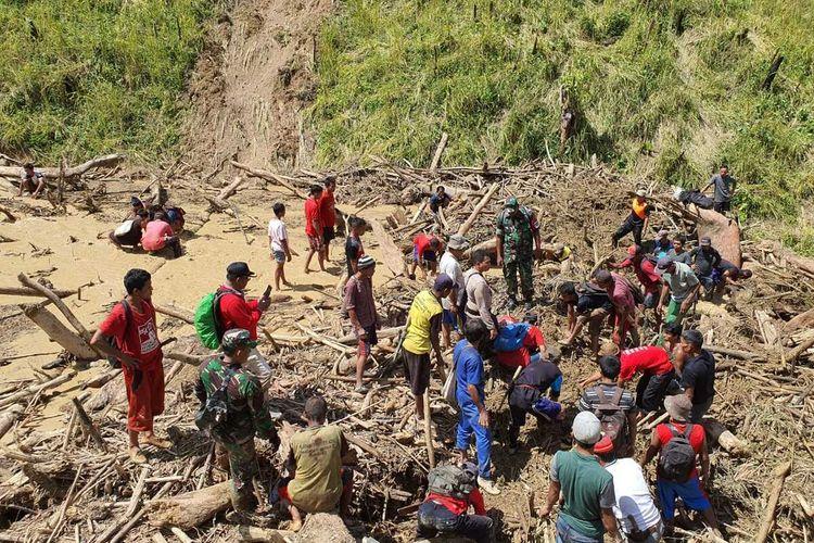 Pencarian korban longsor di Pasaman, Sumatera Barat terkendala tidak bisa masuknya alat berat ke lokasi. Hingga hari ke-4, Selasa (18/2/2020) pencarian korban hilang belum membuahkan hasil.