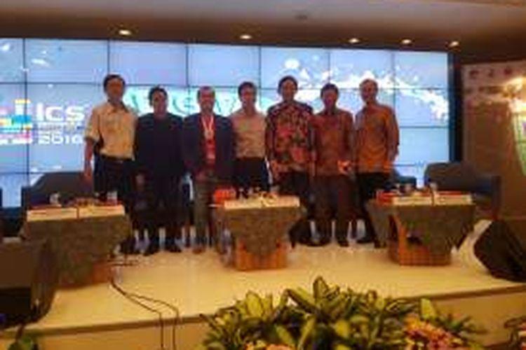 Para pembicara dalam diskusi di acara Indonesia Cellular Show (ICS) bertema