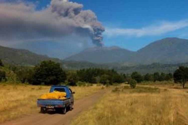 Banyuwangi Diselimuti Abu Vulkanik Gunung Raung