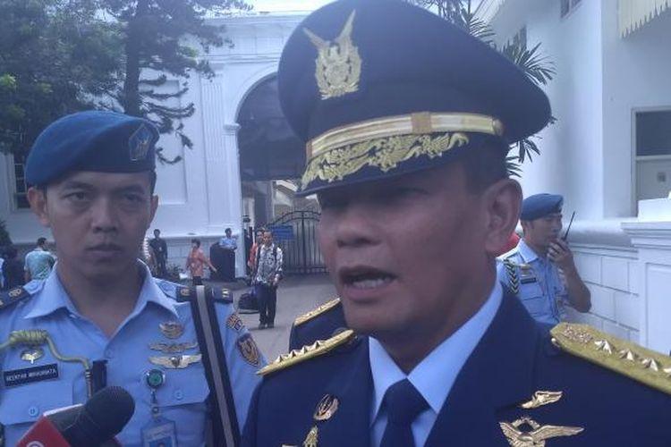 Mantan Kepala Staf Angkatan Udara Agus Supriyatna usai pelantikan KSAU Hadi Tjahjanto di Istana Negara, Rabu (18/1/2017).