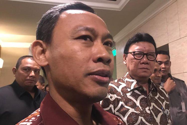 Komisioner Komisi Pemilihan Umum (KPU), Pramono Ubaid Tanthowi, usai menghadiri Rapat Koordinasi Nasional (Rakornas) Bidang Kewaspadaan Nasional dalam rangka penyelenggaraan Pemilu 2019 di Hotel Grand Paragon, Jakarta Barat, Rabu (27/3/2019).