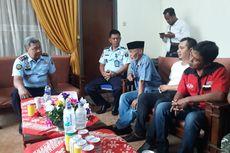 Sejumlah Warga Jember Kunjungi Lapas, Minta Tahanan Korupsi Dilindungi