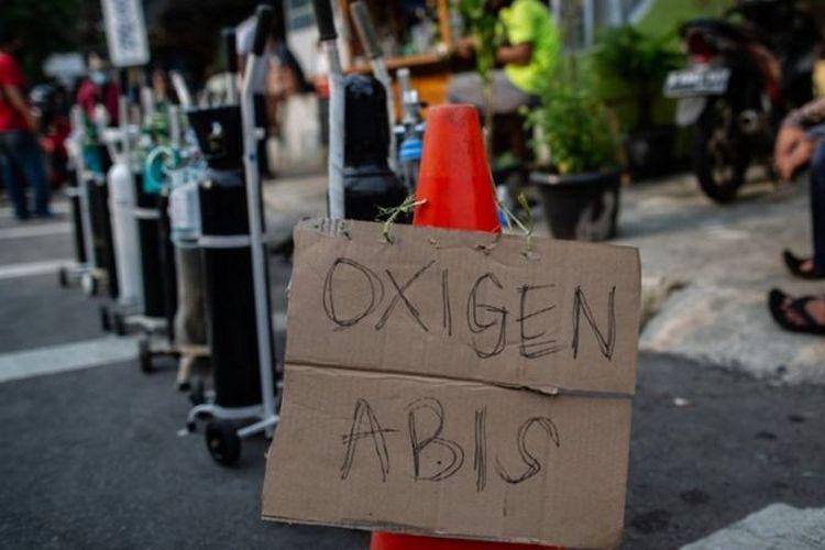 Stok oksigen di sejumlah toko isi ulang oksigen di Jakarta habis, di tengah meningkatnya jumlah isolasi mandiri (03/07).