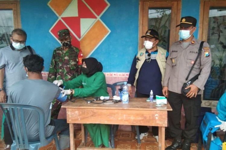 Pelaksanaan Vaksinasi Covid-19 di Dusun Kedung Dendeng, Desa Jipurapah, Kecamatan Plandaan, salah satu wilayah terpencil di pedalaman di Kabupaten Jombang, Jawa Timur.