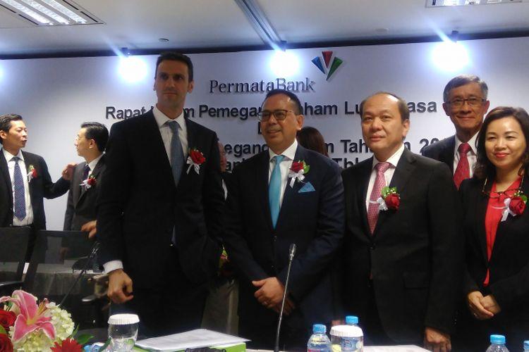 Manajemen PT Bank Permata Tbk (BNLI) usai RUPSLB dan RUPS Tahunan di Jakarta, Rabu (29/3/2017). Dua dari kiri adalah Direktur Utama Bank Permata Ridha DM Wirakusumah.