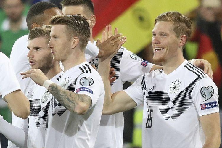 Para pemain timnas Jerman merayakan gol Marcel Halstenberg pada pertandingan Irlandia Utara vs Jerman dalam kualifikasi Euro 2020 di Windsor Park, 9 September 2019.