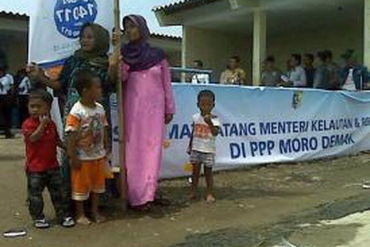 Menteri Kelautan dan Perikanan Susi Pudjiastuti batal berkunjung ke Demak, Jawa Tengah, Selasa (23/12/2014). Warga yang menantikan kedatangannya harus kecewa.