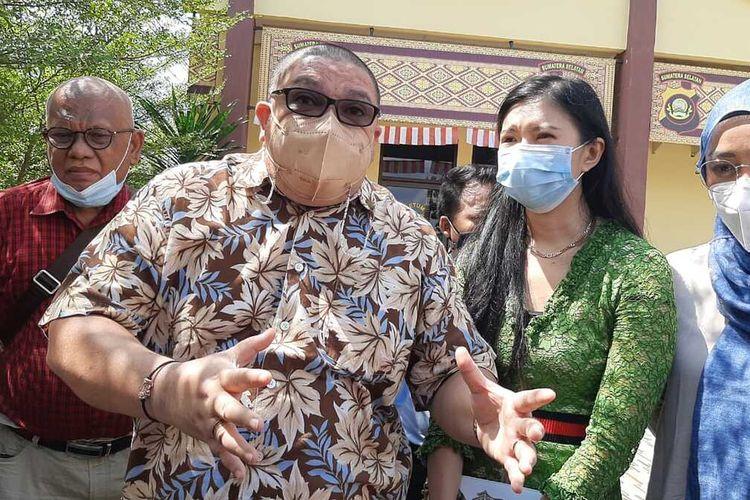 Razman Arif Nasution mendatangi Polda Sumatera Selatan bersama istri Richard Lee untuk mempertanyakan kasus yang mereka laporkan terhadap Kartika Putri, Kamis (12/8/2021).