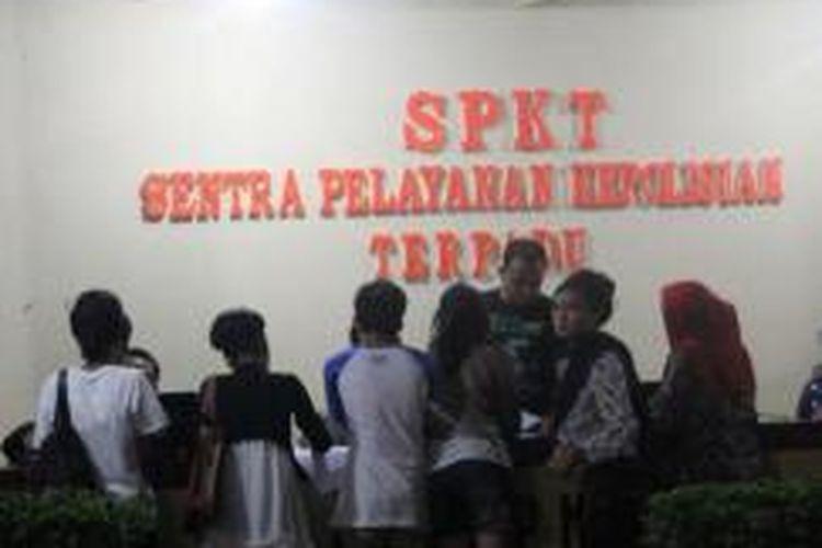 sejumlah pelajar yang menjadi korban penipuan wartawan gadungan melapor ke Polresta Kendari.