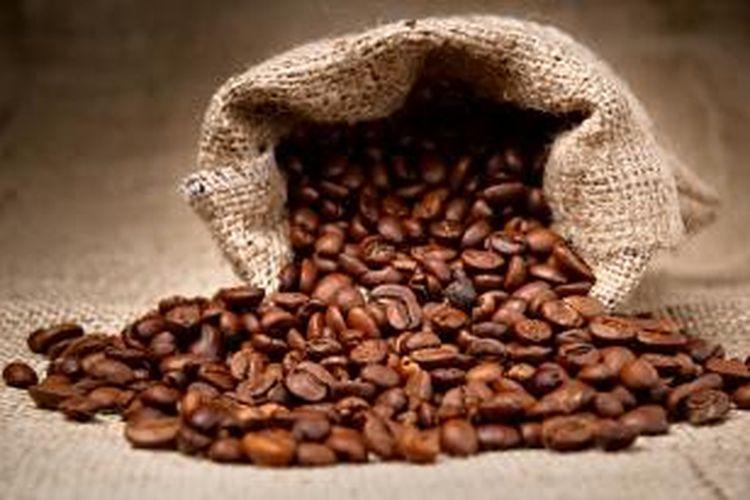 Selain sebagai minuman yang mampu mengusir kantuk, kopi juga memiliki serangkaian manfaat bagi kecantikan.
