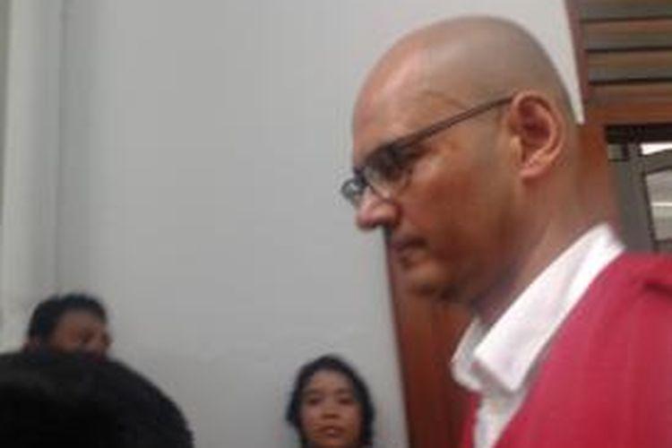 Neil Bantleman, guru Jakarta International School (JIS) yang menjadi terdakwa dalam kasus pelecehan seksual saat menjalani sidang putusan di Pengadilan Negeri Jakarta Selatan, Kamis,(2/4/2015).