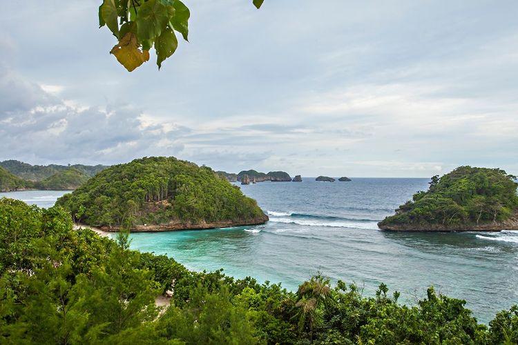 Ilustrasi pantai - Pantai Teluk Asmara di Malang Selatan.