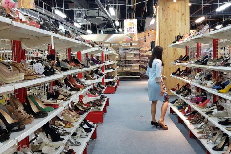 Koleksi sepatu di Huntmart, Function Hall West Mall Grand Indonesia, Jakarta Pusat