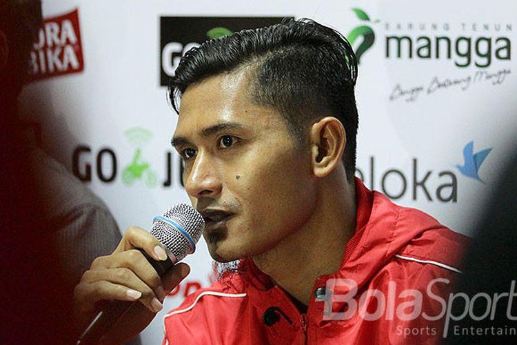 Striker Persija Jakarta, Rudi Widodo, berbicara kepada media seusai laga melawan Madura united pada pekan ke-21 Liga 1 di Stadion Gelora Ratu Pamellingan Pamekasan, Jawa Timur, Senin (21/08/2017) malam.
