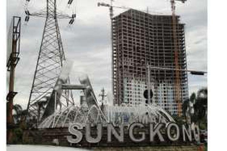 Konstruksi Grand Sungkono Lagoon Surabaya rampung pada Jumat (15/4/2016) yang ditandai prosesi tutup atap.