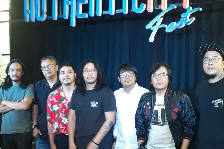 Anes Rembes, Ari Lasso, KPR, serta tim Authenticity lainnya saat ditemui di Ecology Bistro, Kemang, Jakarta Selatan, Kamis (18/10/2018).