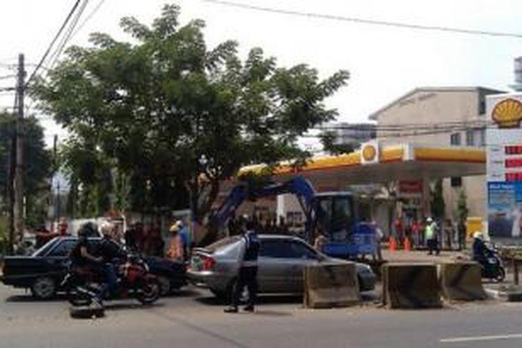 Pemkot Jakarta Selatan mulai membongkar bangunan yang terkena imbas jalur MRT, Rabu (3/9/2014)