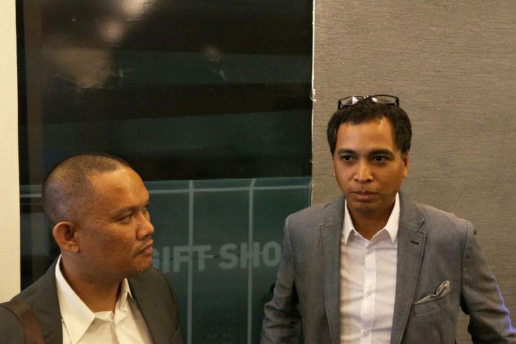 Direktur Pemasaran PT Delta Djakarta Tbk (DLTA) Ronny Titiheruw (kanan) di Gedung Bursa Efek Indonesia (BEI) Kamis (25/1/2018).