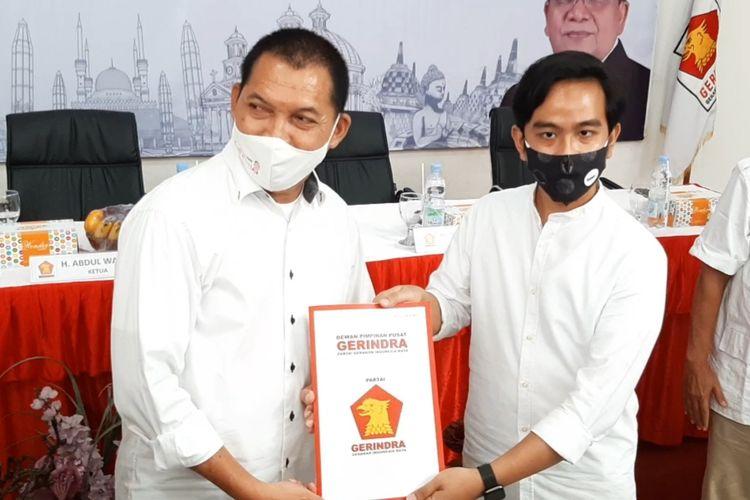 Paslon Wali Kota dan Wakil Wali Kota Solo Gibran-Teguh resmi terima surat rekomendasi dukungan Partai Gerindra di kantor DPD Gerindra Jateng di Jalan Kanguru Raya, Gayamsari, Kota Semarang, Senin (3/8/2020).