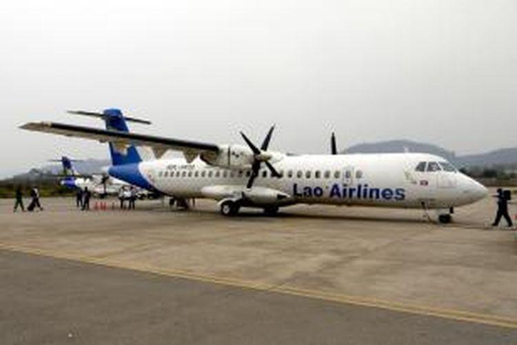 Pesawat terbang jenis ATR-72 milik maskapai Lao Airlines.