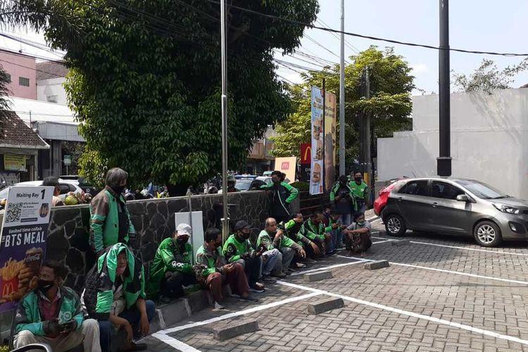 antrean ojek online di gerai mcdonalds Jalan Sultan Agung, Rabu (9/6/2021)