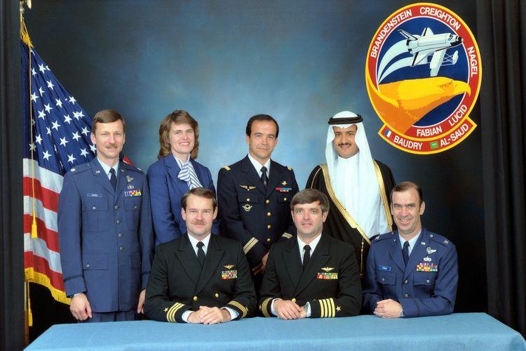 Kru yang tergabung dalam Discovery  STS 51-G