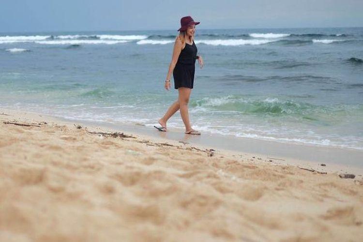 Turis di Pantai Balangan, Bali