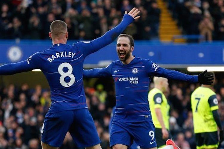 Ross Barkley merayakan gol Gonzalo Higuain pada pertandingan Chelsea vs Huddersfield Town di Stadion Stamford Bridge dalam lanjutan Liga Inggris, 2 Februari 2019.