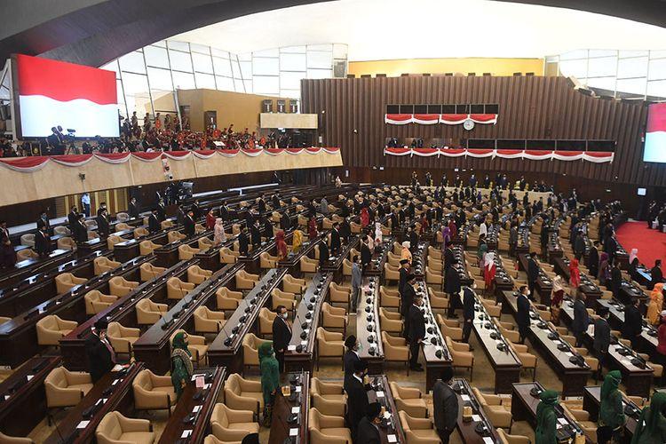 Suasana sidang tahunan MPR dan Sidang Bersama DPR-DPD di Kompleks Parlemen, Senayan, Jakarta, Jumat (14/8/2020). Sidang Tahunan kali ini dihadiri oleh anggota MPR/DPR/DPD secara fisik dan virtual akibat pandemi Covid-19.