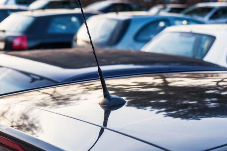 Kondisi parkir mobil outdoor