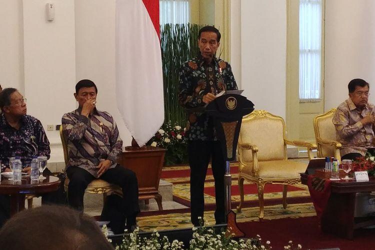 Presiden Joko Widodo saat membuka rapat paripurna kabinet di Istana Bogor, Jawa Barat, Rabu (6/12/2017).