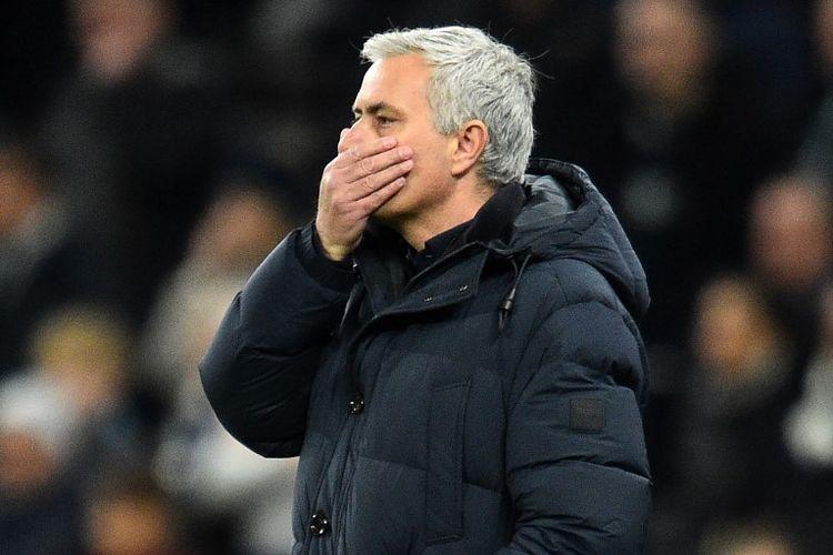 Ekspresi pelatih Tottenham Hotspur, Jose Mourinho, setelah timnya dikalahkan Chelsea pada pekan ke-18 Liga Inggris 2019-2020.