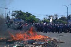 Demo Mahasiswa Makassar, Karangan Bunga Pelantikan DPRD Sulsel Dibakar