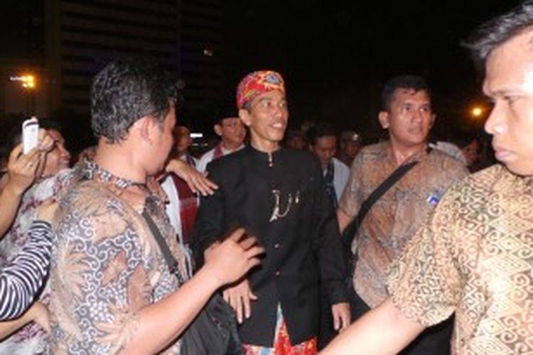 Gubernur DKI Jakarta Jokowi dan Wakilnya Basuki menyempatkan diri mampir di Bundaran HI dalam perayaan HUT DKI Jakarta. Sabtu (22/6/2013) malam.