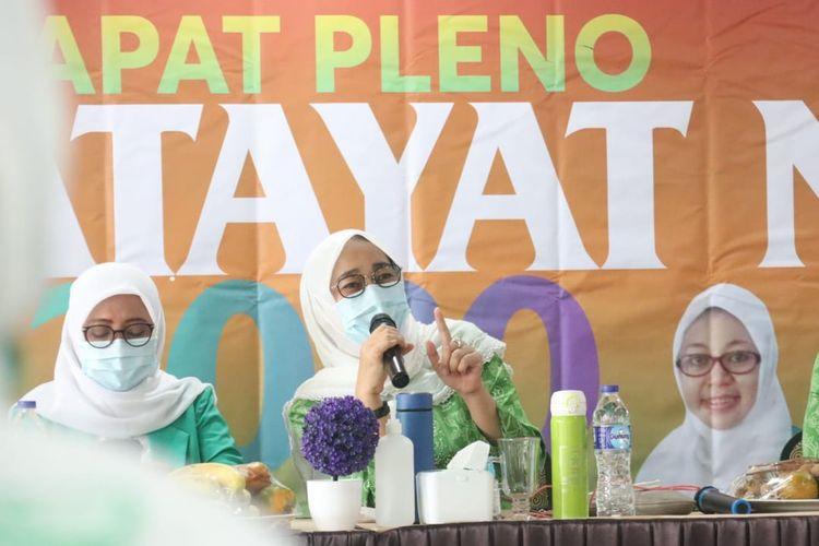 Ketum Pimpinan Pusat Fatayat Nahdlatul Ulama (PP Fatayat NU) Anggia Erma Rini (kanan).