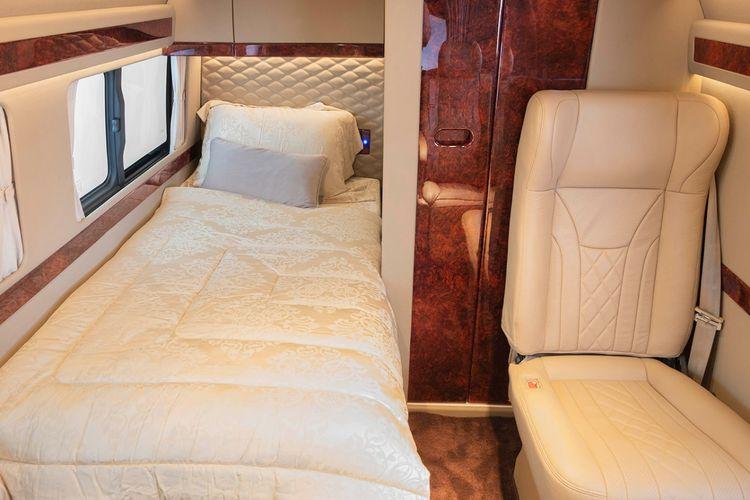 Kabin HiAce Premio motorhome buatan BAV Luxury Auto Design