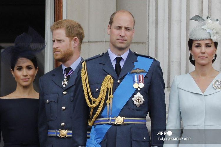 Meghan Inggris, Duchess of Sussex, Pangeran Harry dari Inggris, Duke of Sussex, Pangeran William dari Inggris, Duke of Cambridge dan Catherine dari Inggris, Duchess of Cambridge, berdiri di balkon Istana Buckingham pada 10 Juli 2018.