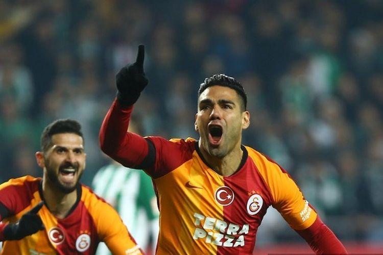 Ekspresi Radamel Falcao (kanan). Ia kini bermain di Super Lig, kasta tertinggi Liga Turki, bersama Galatasaray.