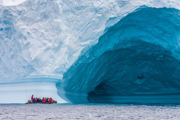 Ilustrasi gletser Antartika. Studi baru mengungkapkan gletser Antartika mencair lebih cepat. Pencairan sejumlah gletser besar di benua ini membawa Antartika pada 'Kiamat Gletser' yang dampaknya akan membuat permukaan laut global meningkat.