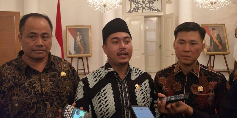 Fraksi Partai Nasdem DPRD DKI Jakarta menemui Gubernur DKI Jakarta Anies Baswedan di Balai Kota DKI Jakarta, Senin (9/9/2019). Anggota Fraksi Nasdem Wibi Andrino (tengah) menyampaikan hasil pertemuan dengan Anies.