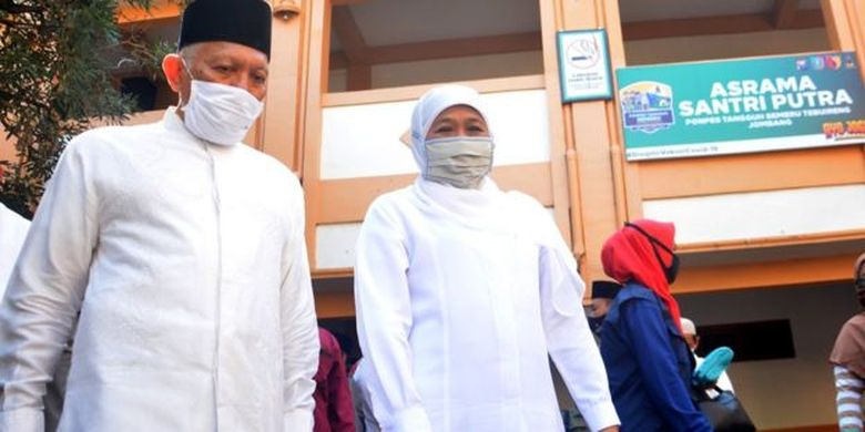 Gubernur Jawa Timur saat meninjau kesiapan normal baru di Pondok Pesantren Tebuireng di Jombang pada Selasa (16/06)
