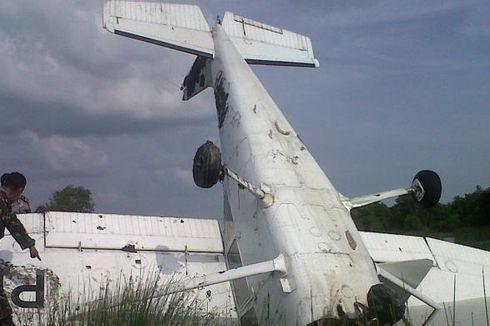 Pesawat Latih Jatuh ke Tambak, Dua Orang Terluka