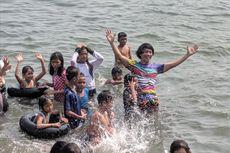 Rayakan Hari Anak Nasional, Kak Seto Ajak Anak-anak Nelayan Berenang di Pantai