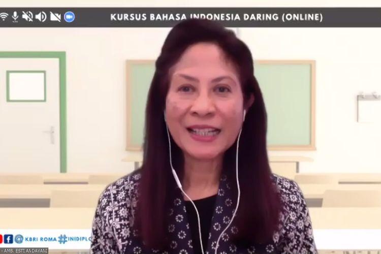 Dubes RI di Roma, Esti Andayani, saat membuka kursus bahasa Indonesia virtual pada Jumat (26/2/2021).