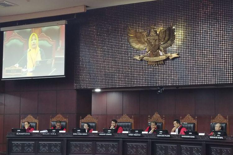 Direktur Eksekutif Perludem Titi Anggraini menjadi saksi ahli di sidang uji materi UU Pemilu, di Mahkamah Konstitusi, Jakarta, Selasa (14/11/2017).