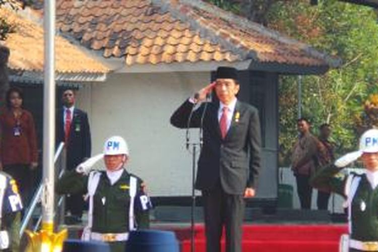 Presiden Joko Widodo menjadi inspektur upacara peringatan Hari Kesaktian Pancasila, di Lubang Buaya, Jakarta Timur, Kamis (1/10/2015). Powered by Telkomsel BlackBerry®