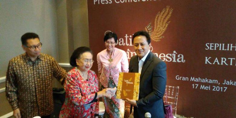 Koleksi kain batik dari Kartini Muljadi yang dipamerkan saat peluncuran buku Batik Indonesia: Sepilihan Koleksi Batik Kartini Muljadi di Hotel Gran Mahakam, Jakarta, Rabu (17/5/2017).