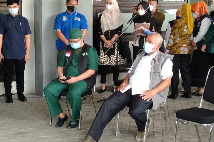 Wali Kota Bekasi ketika ingin divaksin di stadion Patriot Candrabhaga Jumat (15/1/2021)